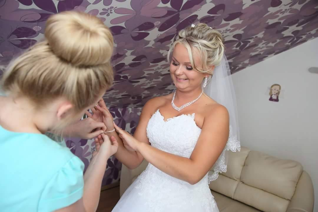 biżuteria do ślubu - modelka