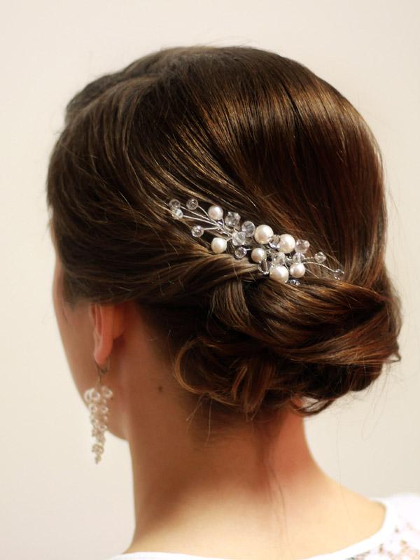 dodatki do fryzury ślubnej - modelka