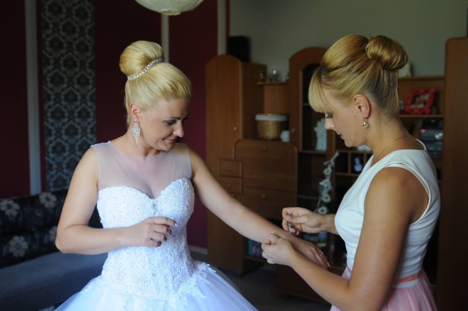 ozdoby do włosów ślub - modelka