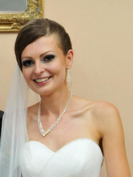 komplet biżuterii ślubnej - modelka